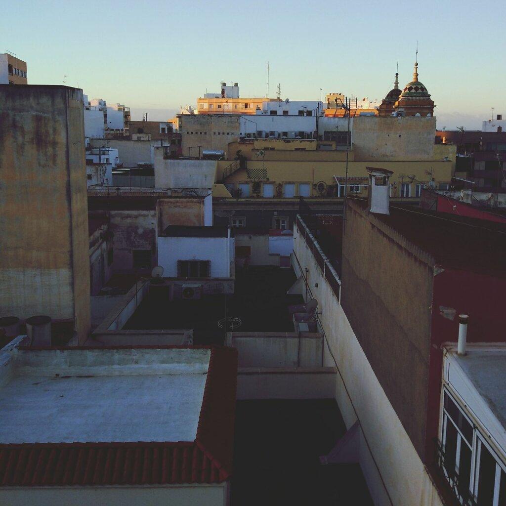 Sunrise on roofs #toit #ville #lever de soleil #Almería #espagne #andalousie #City #Cityscape #sky #Architecture