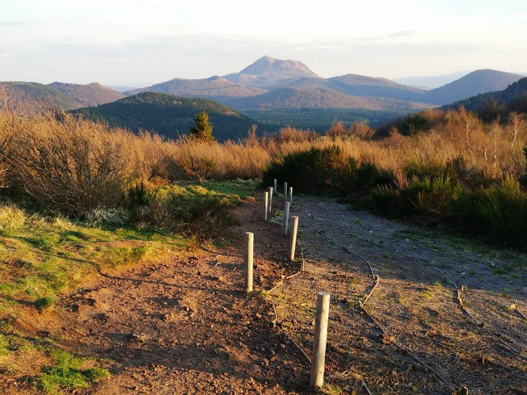 From le Puy de la Coquille #Montagne #Puy de Dôme #chaine des Puys #Auvergne #coucher de soleil #mountain #Tree #Autumn #sky #landscape #mountain range