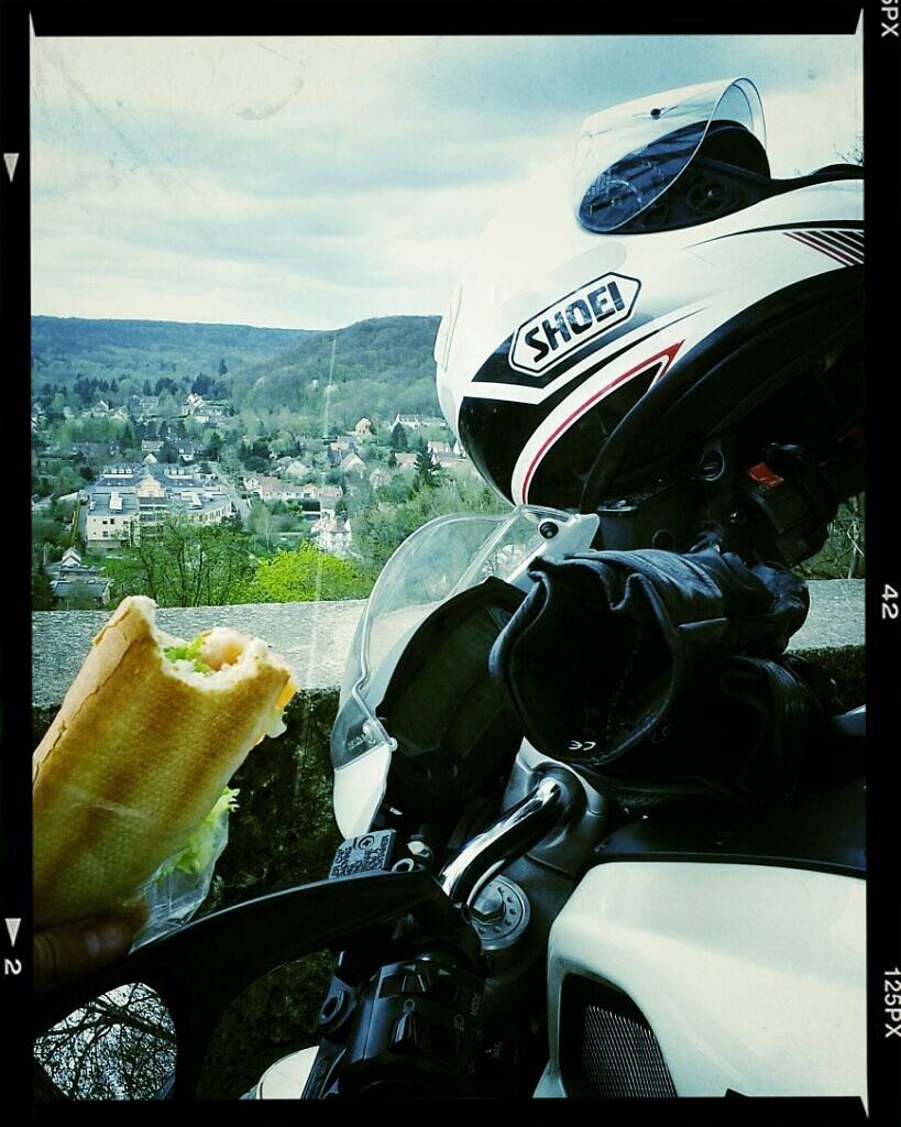 moto, sandwich et belle vue > cantine et collègues