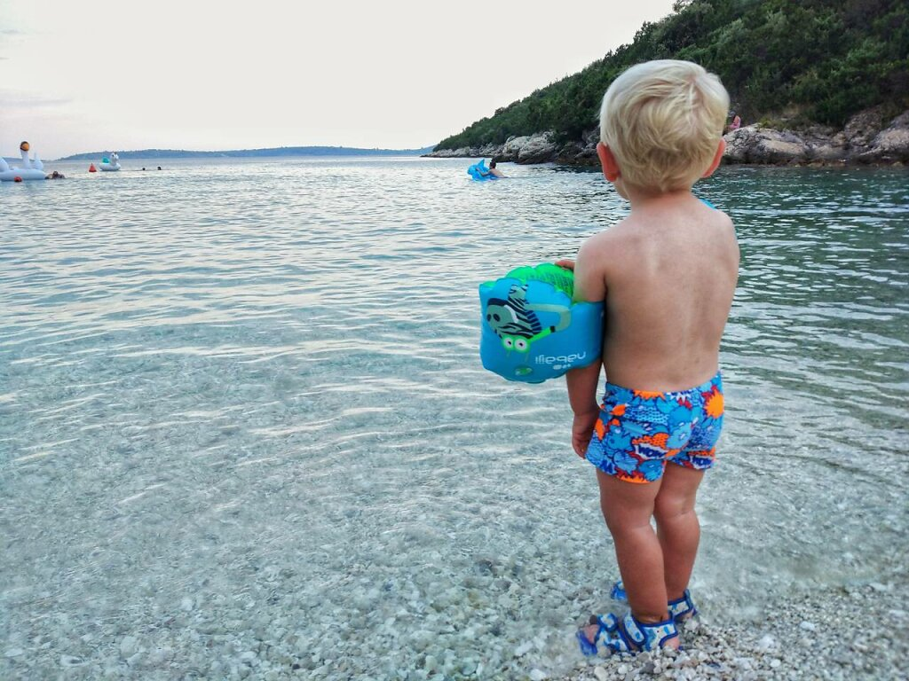 Still waiting for THE wave #plage #blond #enfant #bricedenice #blond hair #water #human back #child #sea #beach #Males  #childhood